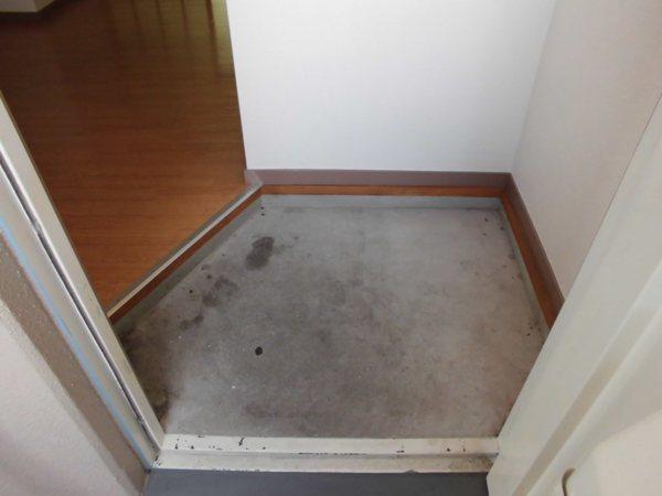 荒中マンション 403号室の玄関