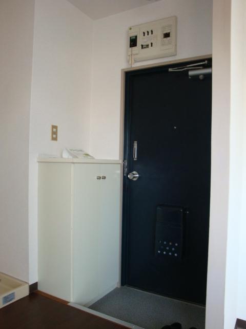 リトルタウン恵 302号室の玄関