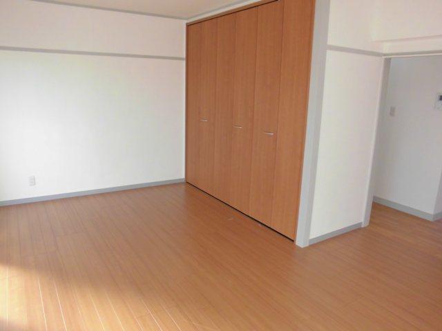 第2松田ビル 301号室のベッドルーム