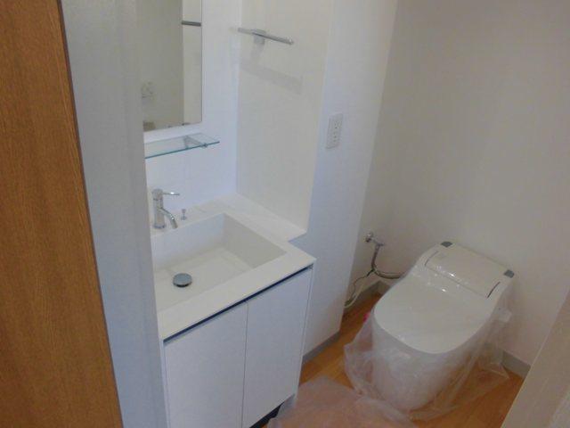 第2松田ビル 301号室の洗面所