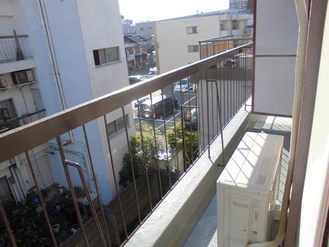 第2松田ビル 301号室のバルコニー