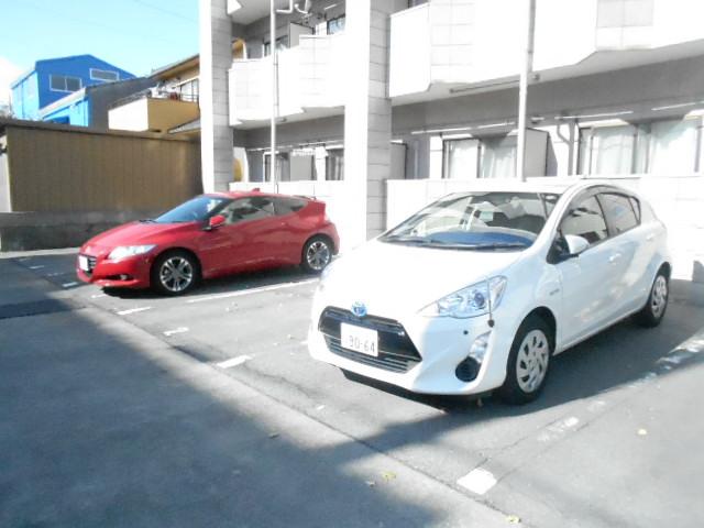 シルフィード 104号室の駐車場