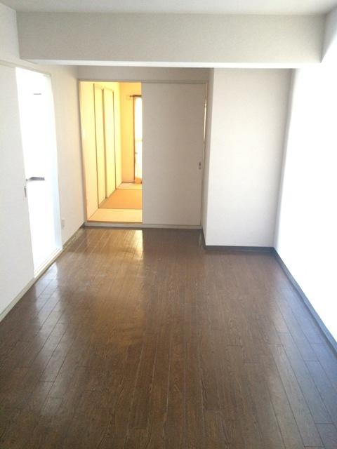 三鈴シティ 503号室のリビング