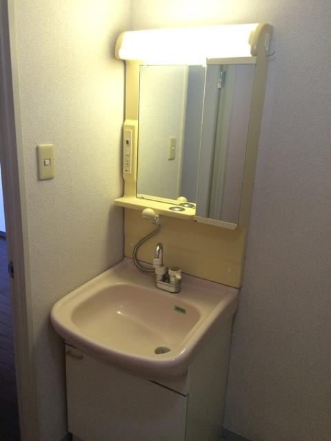 三鈴シティ 503号室の洗面所