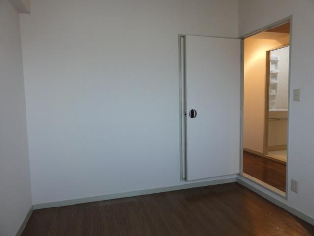 レジディア日比野 1305号室のリビング