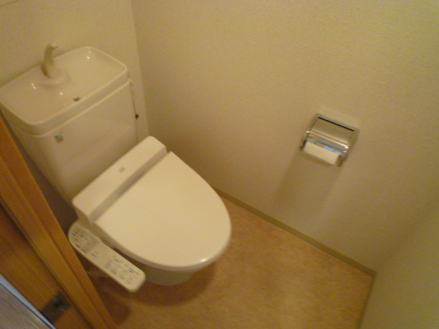 レーヴェ K&M 4C号室のトイレ
