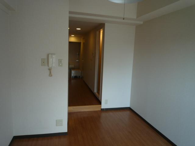 レーヴェ K&M 4C号室のリビング