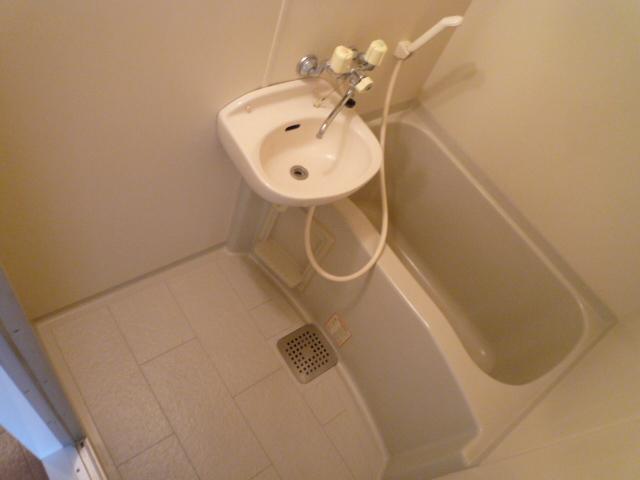 レーヴェ K&M 4C号室の風呂
