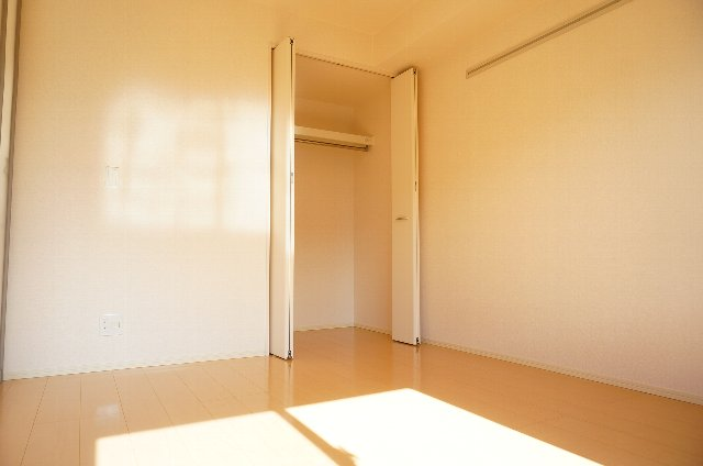 グランディールJ 102号室のベッドルーム