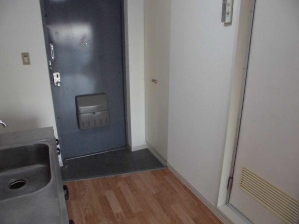 イヌカイビル 503号室の玄関