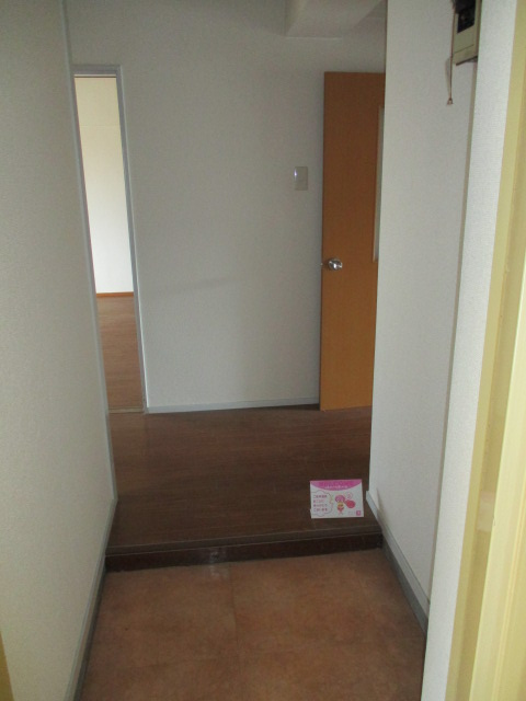 カトウハイツ 203号室の玄関