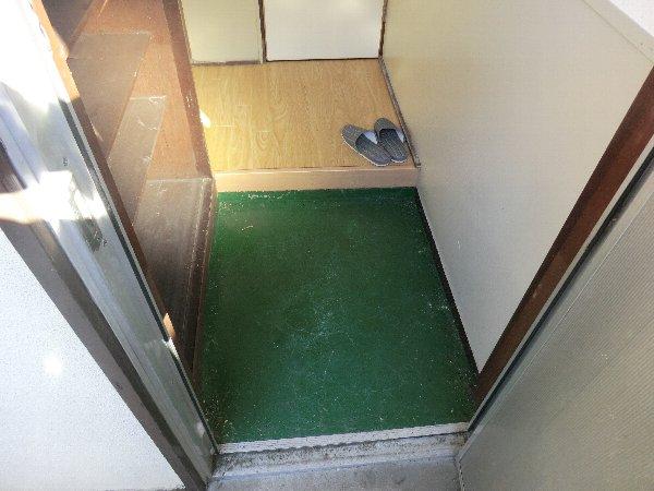 大森荘 103号室の玄関