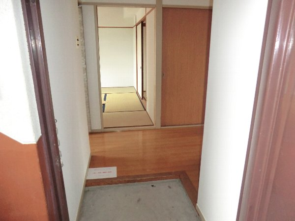 柏原農住団地F棟 305号室の玄関