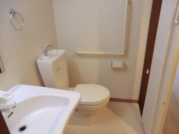 プリミエール・レンナ 201号室のトイレ