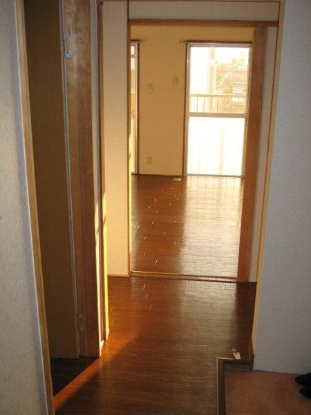 松山コーポ 206号室の玄関