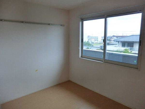 ル・クプル A棟・B棟 B201号室のリビング