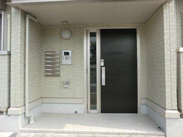 ル・クプル A棟・B棟 B201号室のエントランス