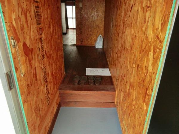 コーポ大島 2A号室の玄関