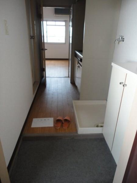 ヒルズ喜多山 405号室の玄関