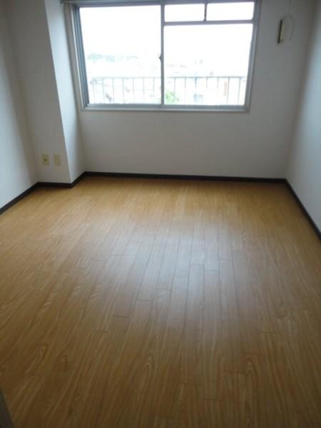 ヒルズ喜多山 405号室のリビング