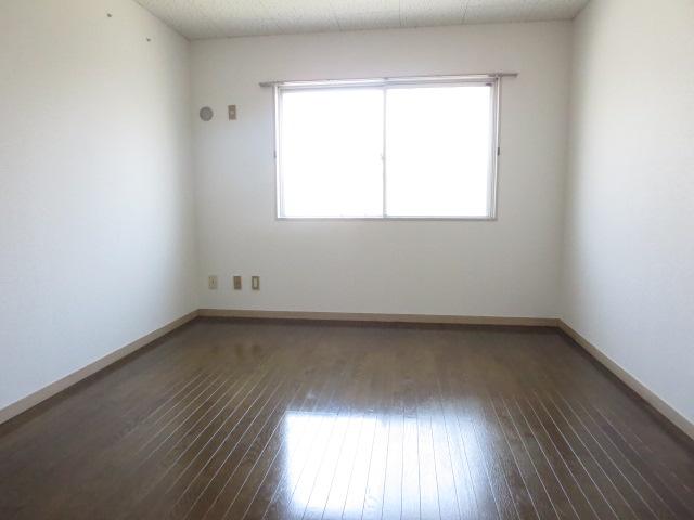 第2サンハイツ戸崎 205号室のリビング
