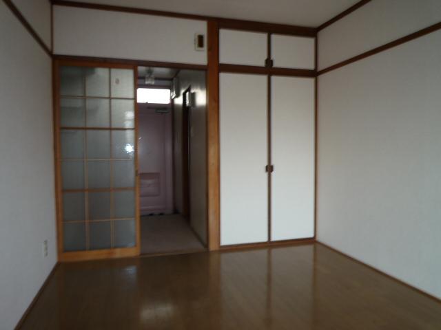 ハイツ堀田 503号室のリビング