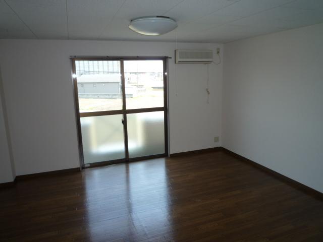アーバンライフASAI 106号室の玄関