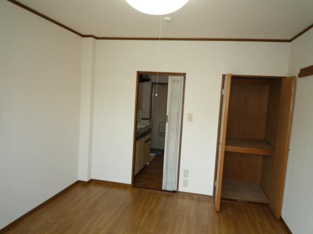 サープラスワン サザンクロス 102号室の居室