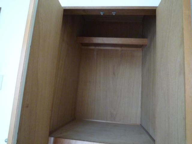 サープラスワン サザンクロス 102号室の収納