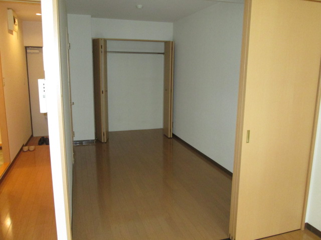メゾンパラディ 2C号室のベッドルーム