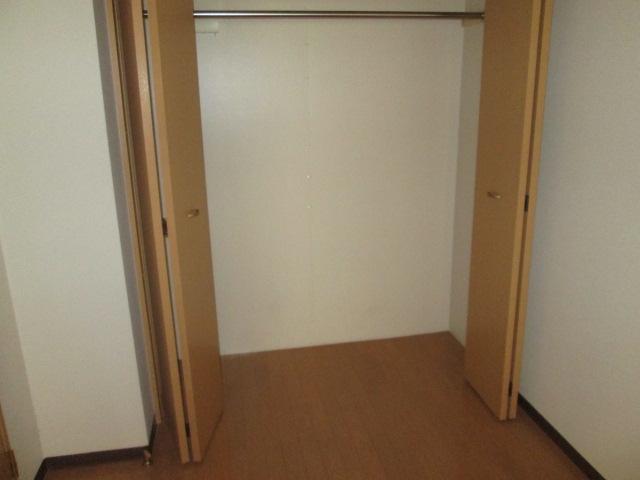 メゾンパラディ 2C号室の収納