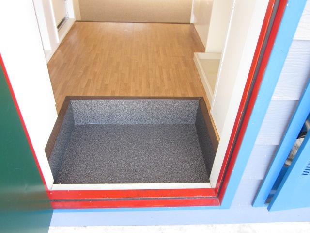 いずみⅡ 201号室の玄関