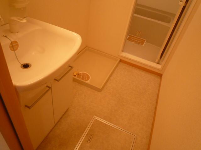 Villa Foresta B 202号室の洗面所