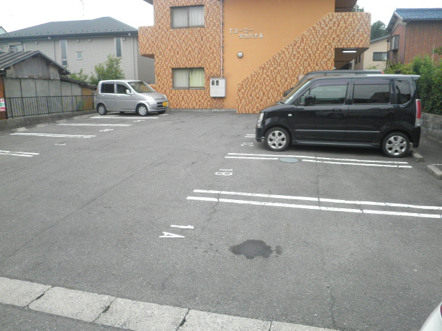 TユーミータカハナB棟 201号室の駐車場