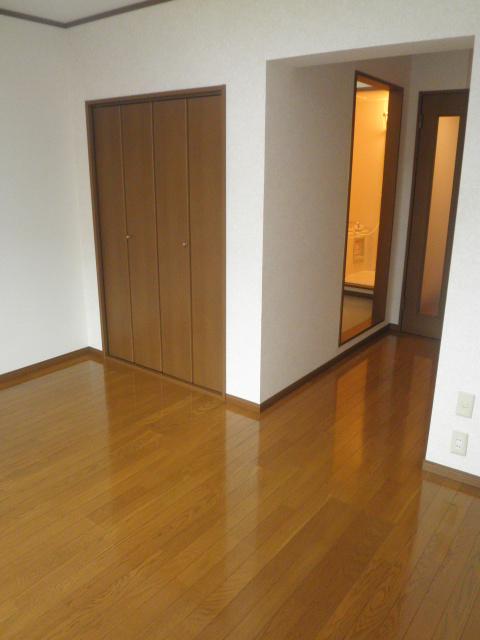 TユーミータカハナB棟 201号室の居室