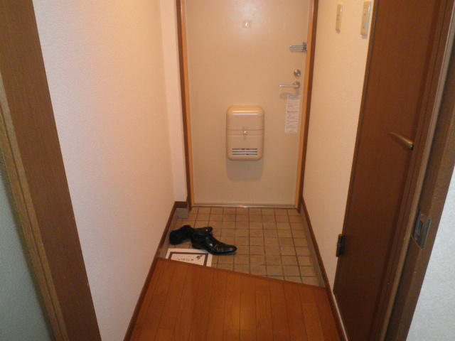 TユーミータカハナB棟 201号室の玄関