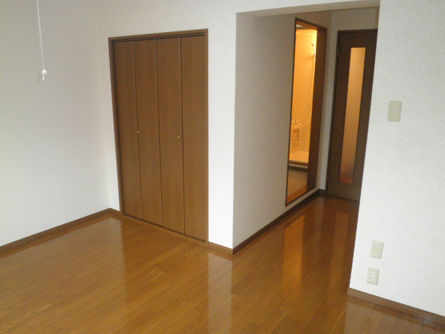TユーミータカハナB棟 201号室のベッドルーム