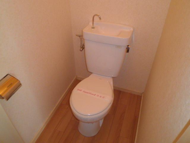 山久ビル 201号室のトイレ