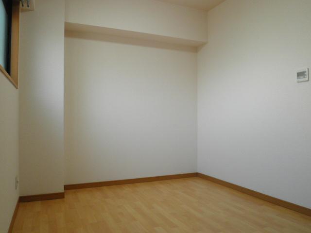 ベルハイム城山 203号室のリビング