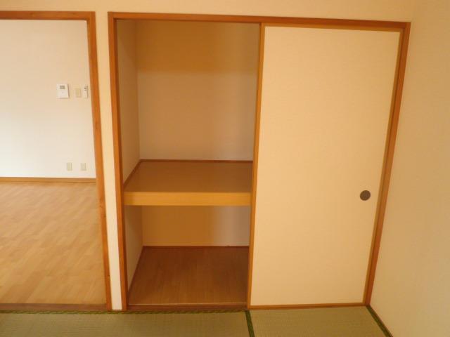ベルハイム城山 203号室の収納
