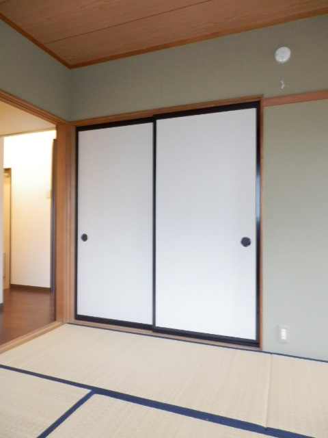 カームハイツ Ⅱ 101号室の収納