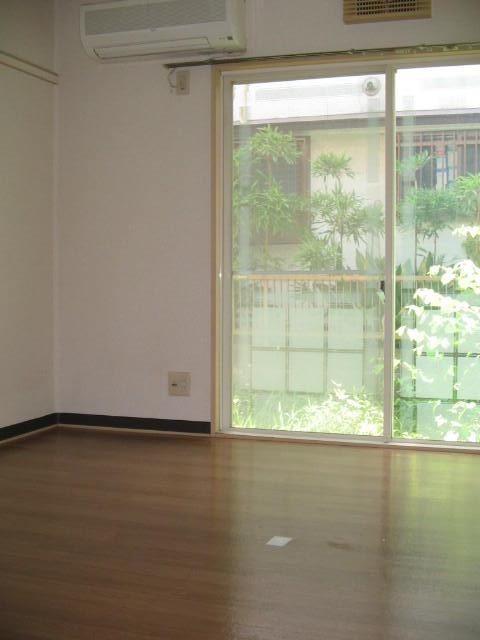 ジュネス上倉田 103号室のリビング