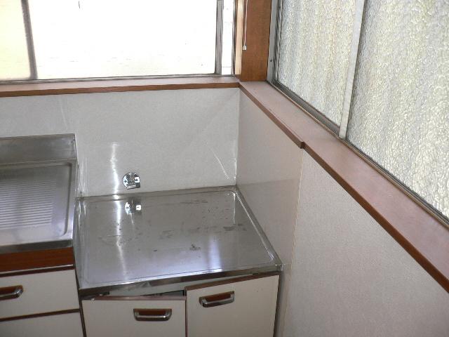 千代松荘 102号室のキッチン