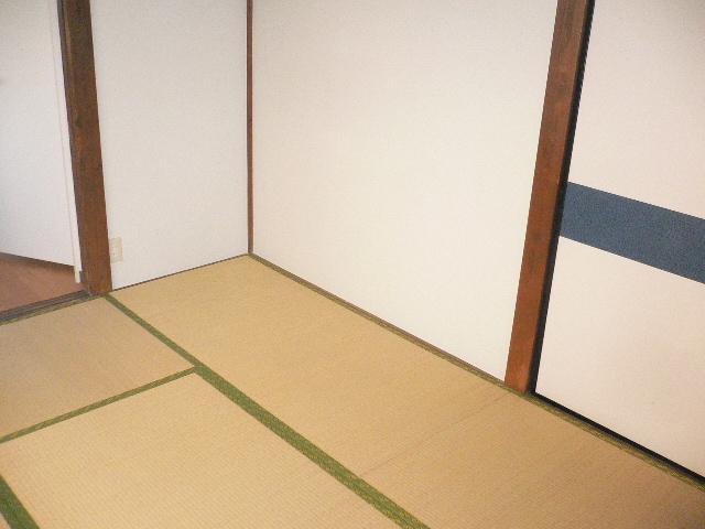 千代松荘 102号室のリビング