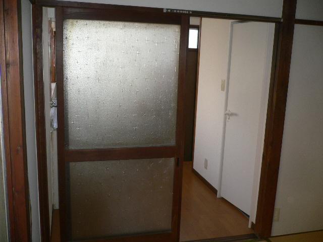 千代松荘 102号室の玄関