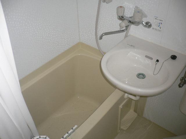 千代松荘 102号室の風呂