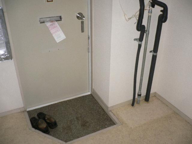 ホワイトパレス 102号室の玄関
