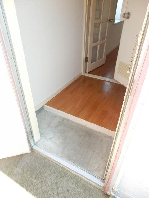 サザンノーブル上大岡 212号室の玄関