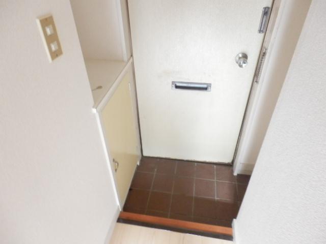 ホワイト中町 105号室の玄関