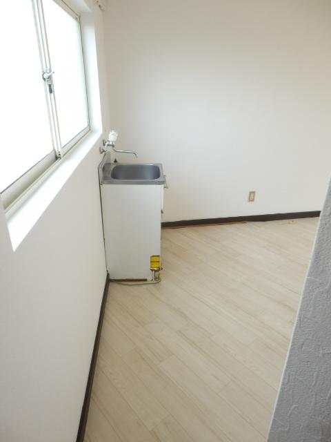 レイクヒル上大岡 203号室のキッチン